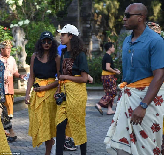 Sasha Obama and Malia Obama sightseeing in Bali