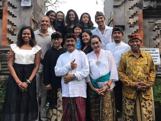 Obama-Bali-Art Museum Ubud-refinery29com