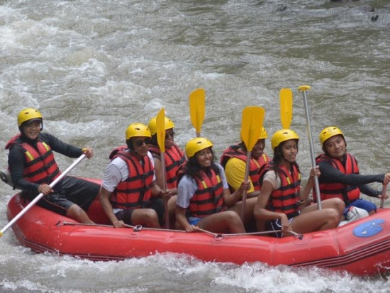 Sasha Obama front of raft Bali