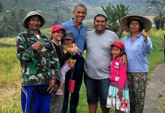 Obama posed photograph Bali
