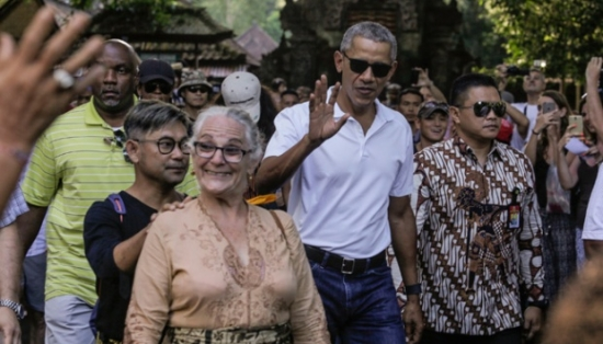 Obama and family in Bali