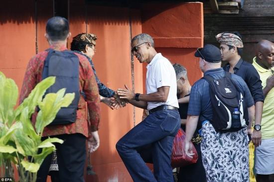 Obama Handshake Bali Temple