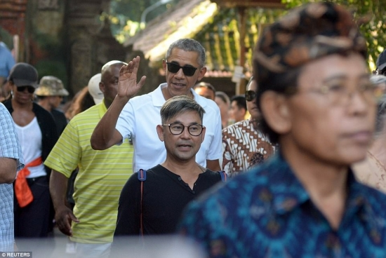 Obama tall tourist visiting Bali