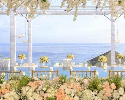 Clifftop wedding villa Bali