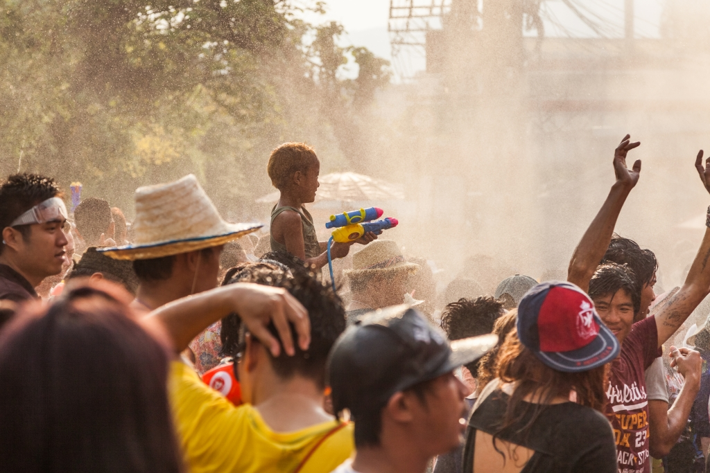 songkran waterfight