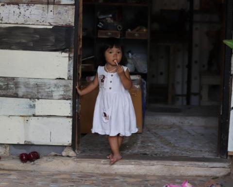 girl at phuket art village