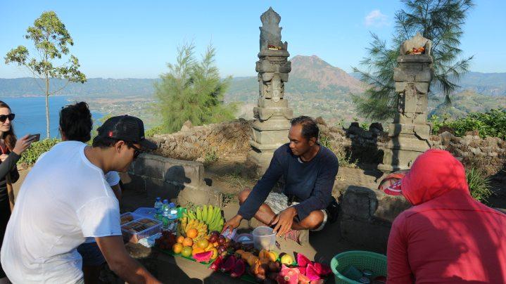 Muntigunung Bali charity hike with Elite Havens – Breakfast at the summit