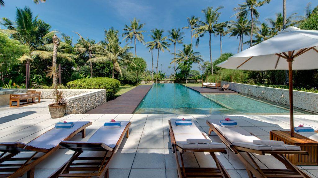 Samadhana - sun loungers with ocean view