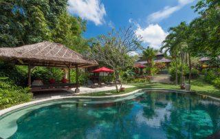 Villa Pangi Gita - Kidney shaped swimming pool