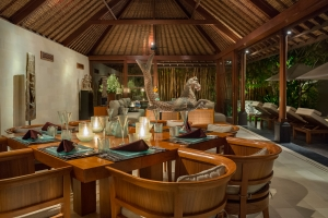 Villa Ramadewa - Dining at night